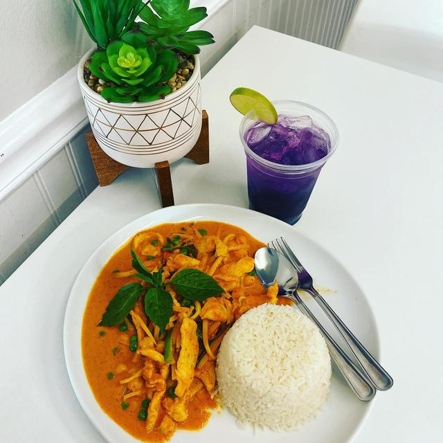 Lunch Combo   Red Curry Chicken with Butterfly's Limenade