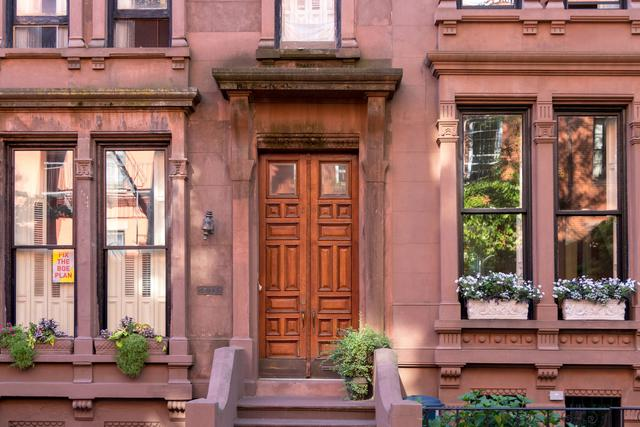 This is a photo of luxury home design in NYC.