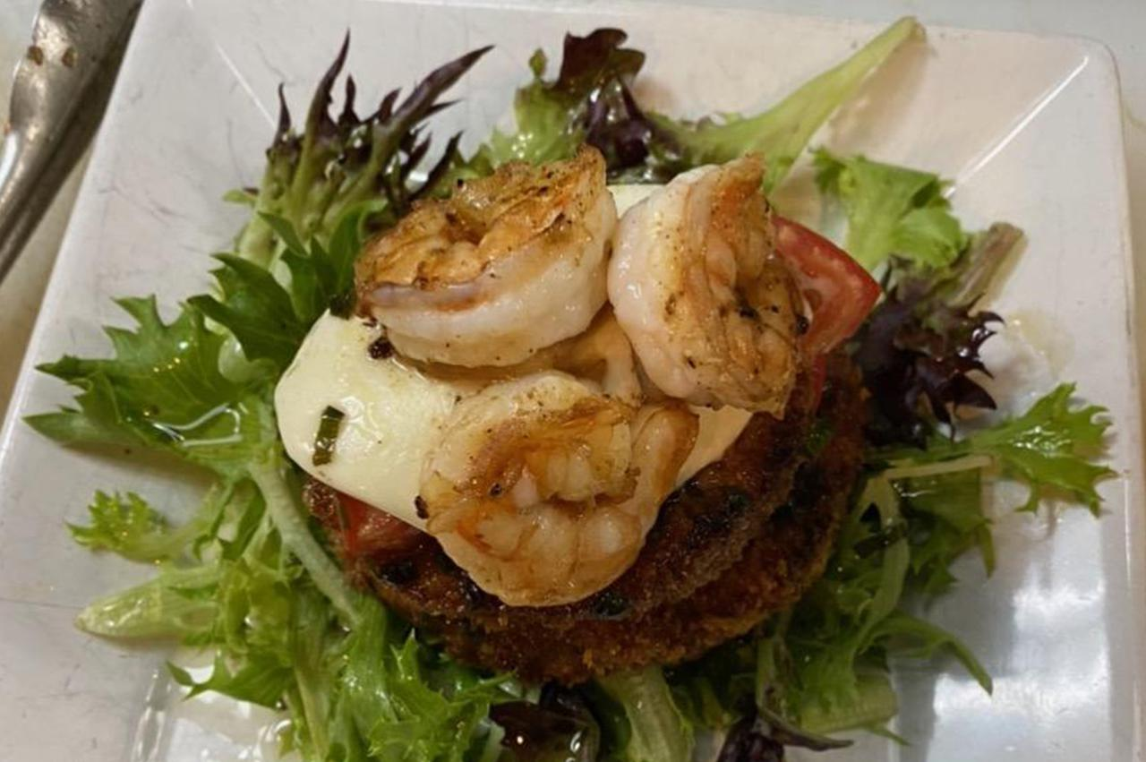 Restaurants with outdoor dining in St. Lucie FL.