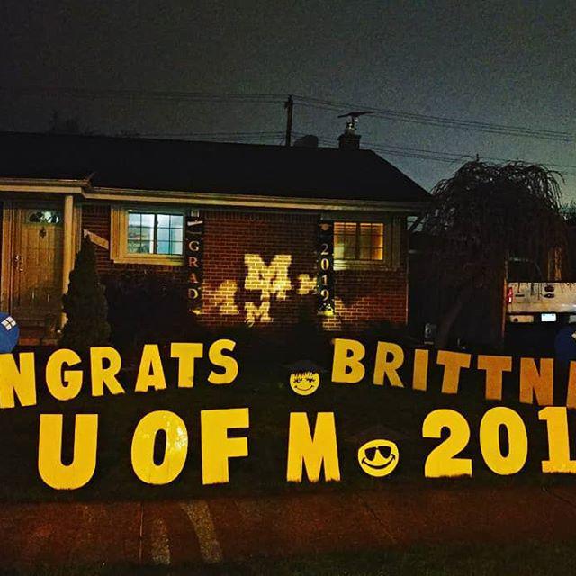 graduation yard sign decoration