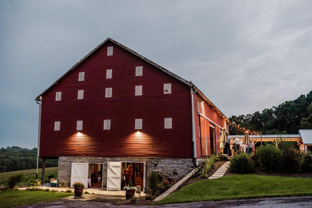 side view of barn at dulany's overlook wedding venue in frederick, md