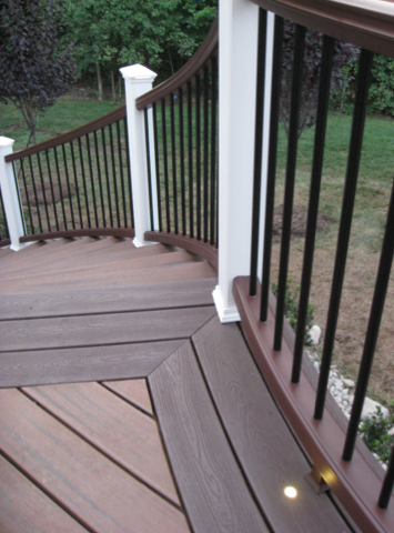 trex_transcend_decking_and_railing_stairs.png