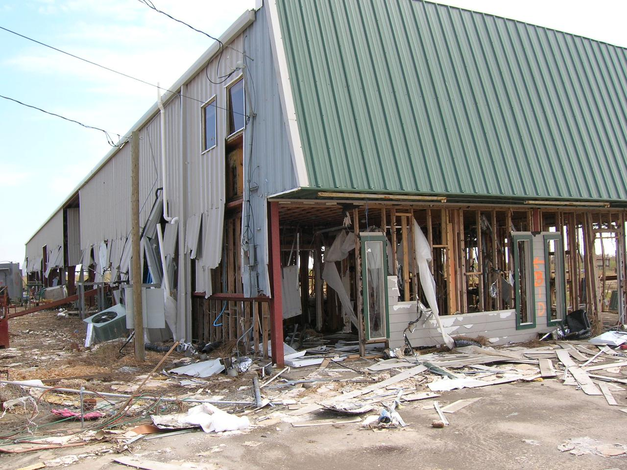 hurricane_ike_sabine_pass_tx_damaged_business.jpg