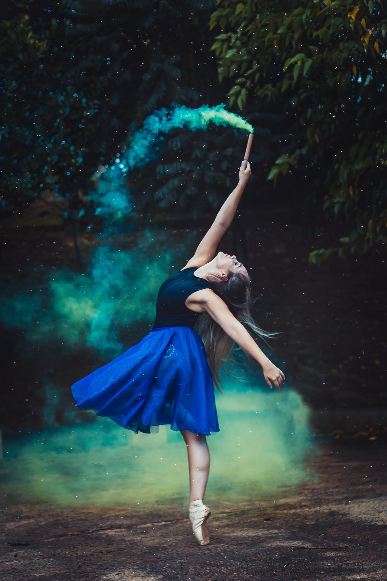 An image of a professional dancer covered under entertainer insurance.