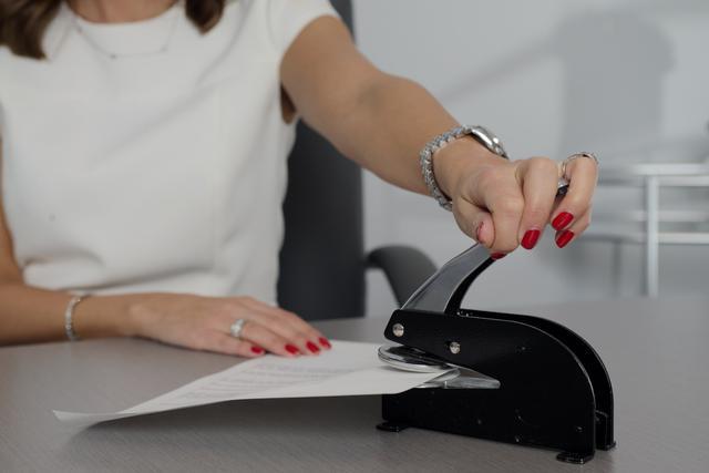 A health insurance broker in Georgia stapling a piece of paper