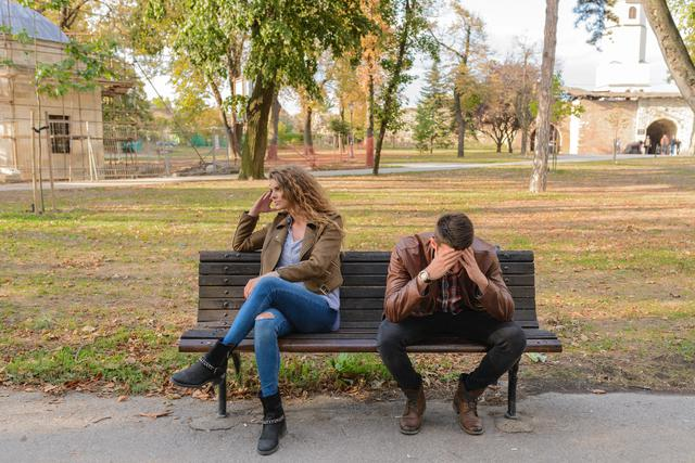 woman-and-man-sitting-on-brown-wooden-bench-984949.jpg