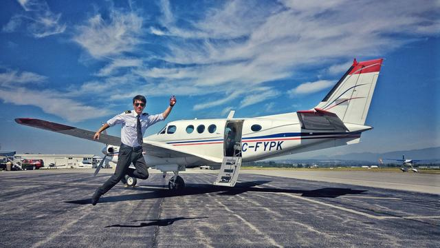 Image of a man in front of a private plane who's leaping for joy because he did English aviation training for a fast PPL and CPL.