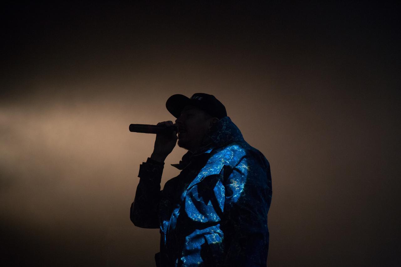 Rapper silhouette