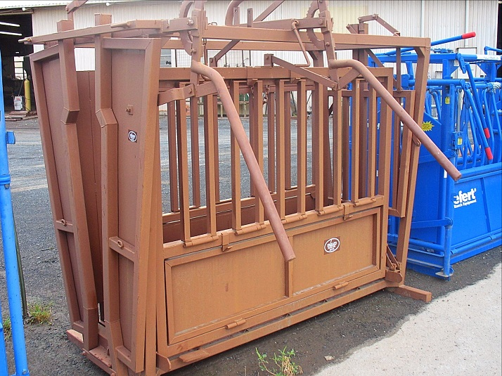 Cattle Squeeze Chutes
