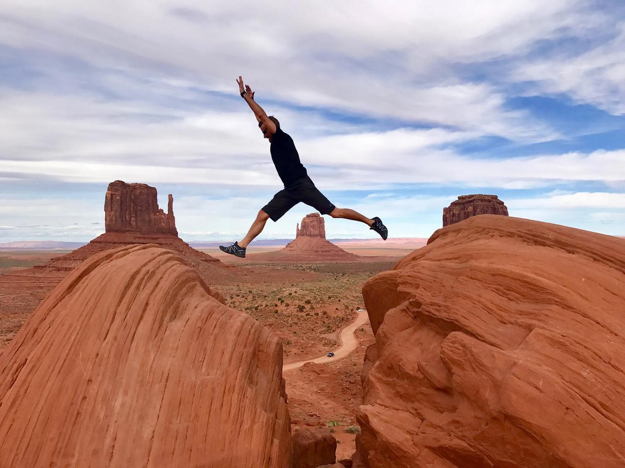 We were on a road trip with the fam, and got a chance to visit monument valley. Wonderful place