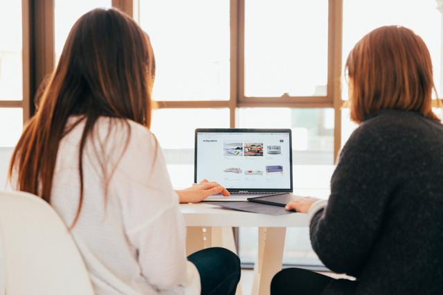 women browsing retirement information websites