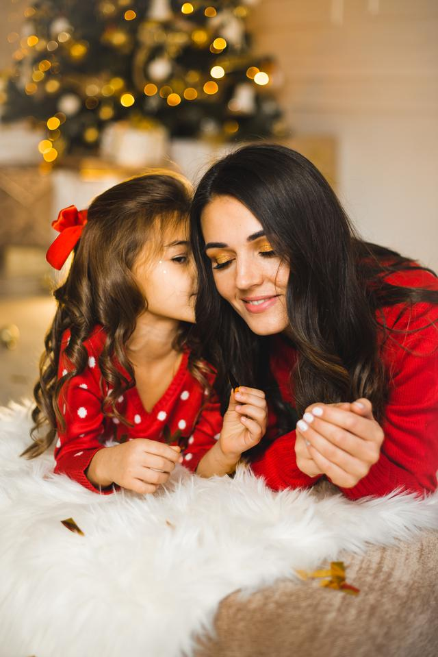 UK Expat Saving for Retirement and Needing to Protect her Young Daughter