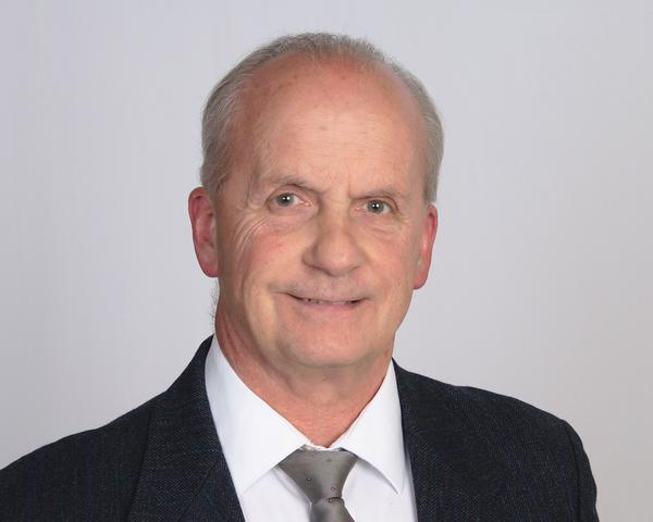 Bob R Daniel