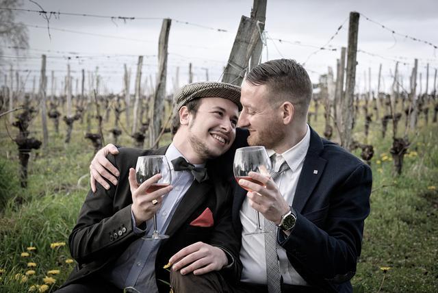photo-of-people-drinking-wine-1420695.jpg