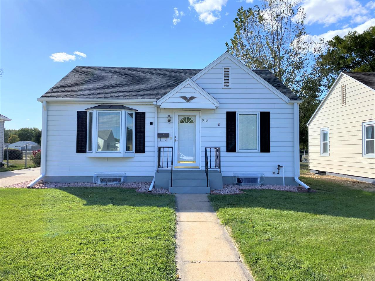 913 Morton St. Holdrege, NE 68949