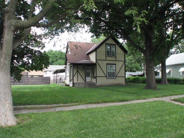905 Garfield Holdrege, NE 68949