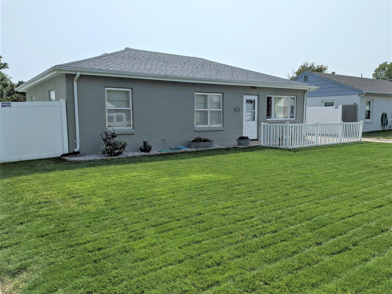 133 W. 6th Ave. Holdrege, NE 68949