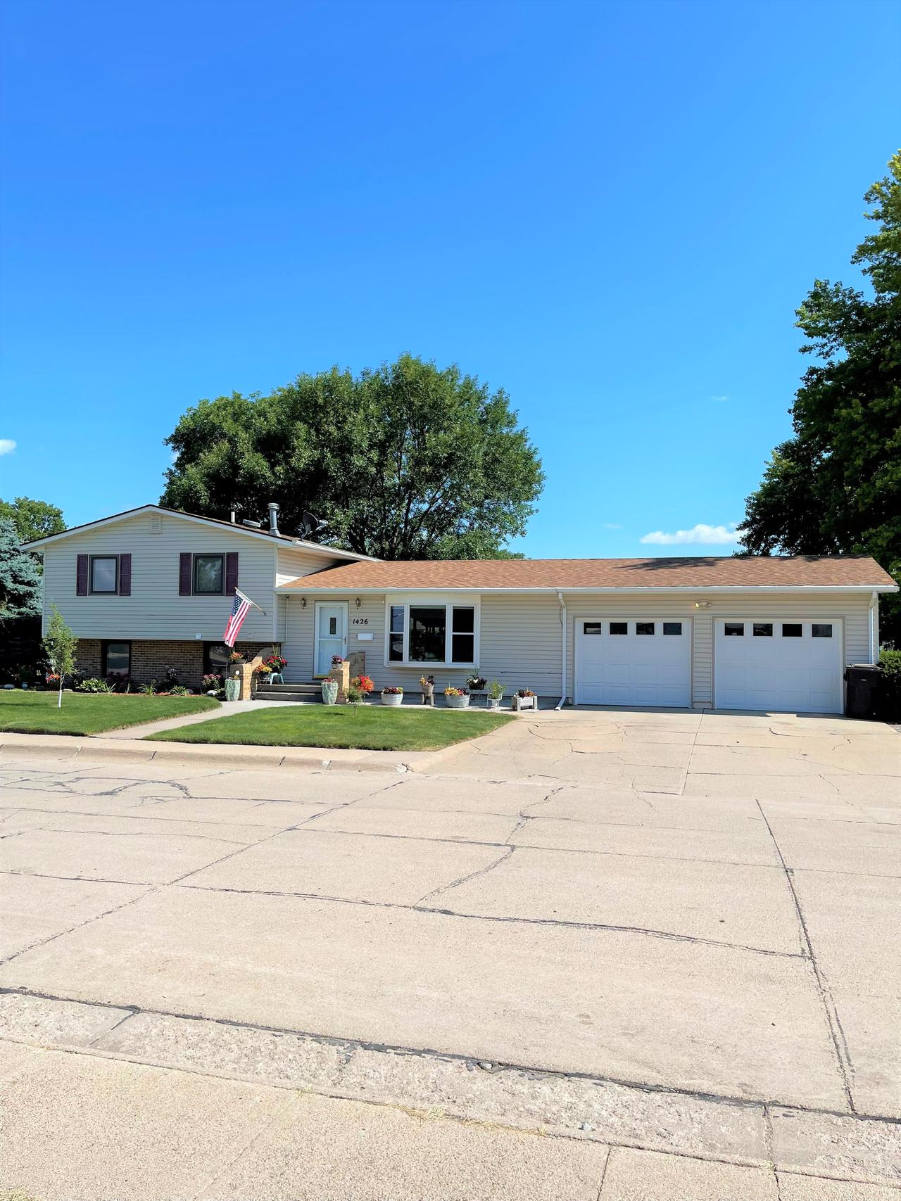 1426 7th Ave. Holdrege, NE 68949