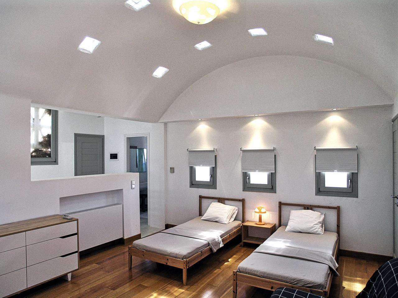 houset-upper bedroom.jpg