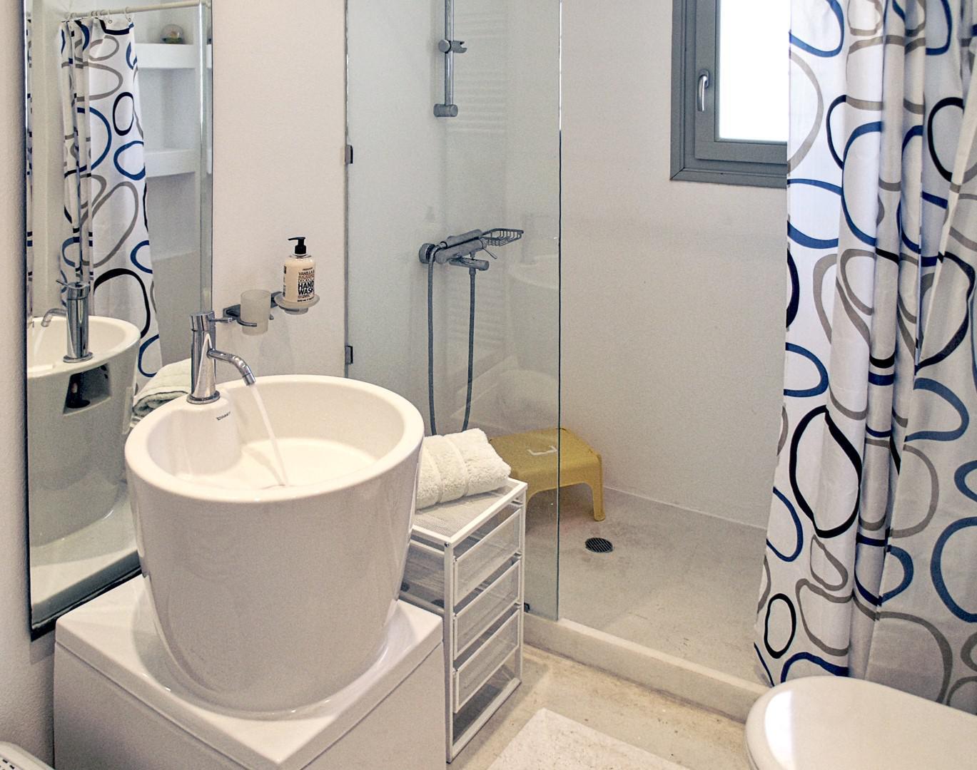 villa mella-ground bathroom.jpg