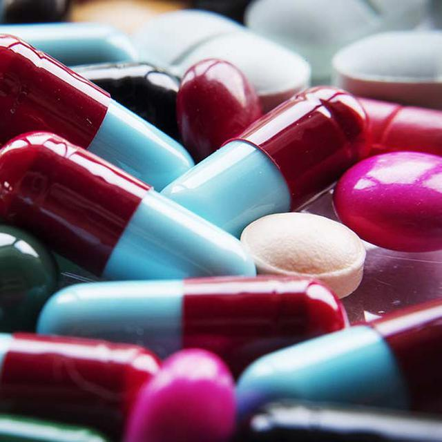 pills and capsules representing defective drug and device law services