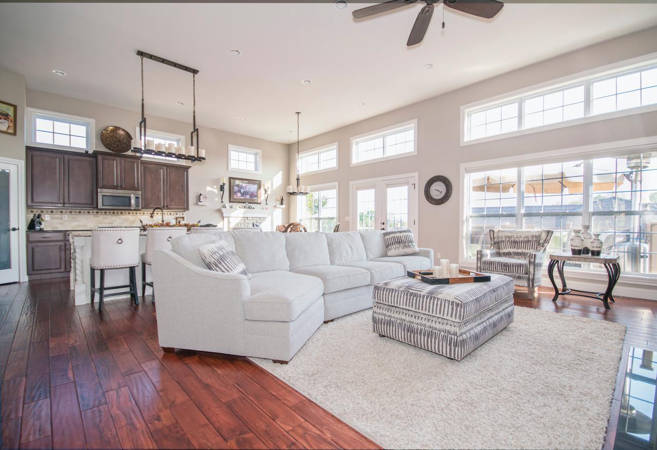 apartment-bedroom-ceiling-1082355.jpg