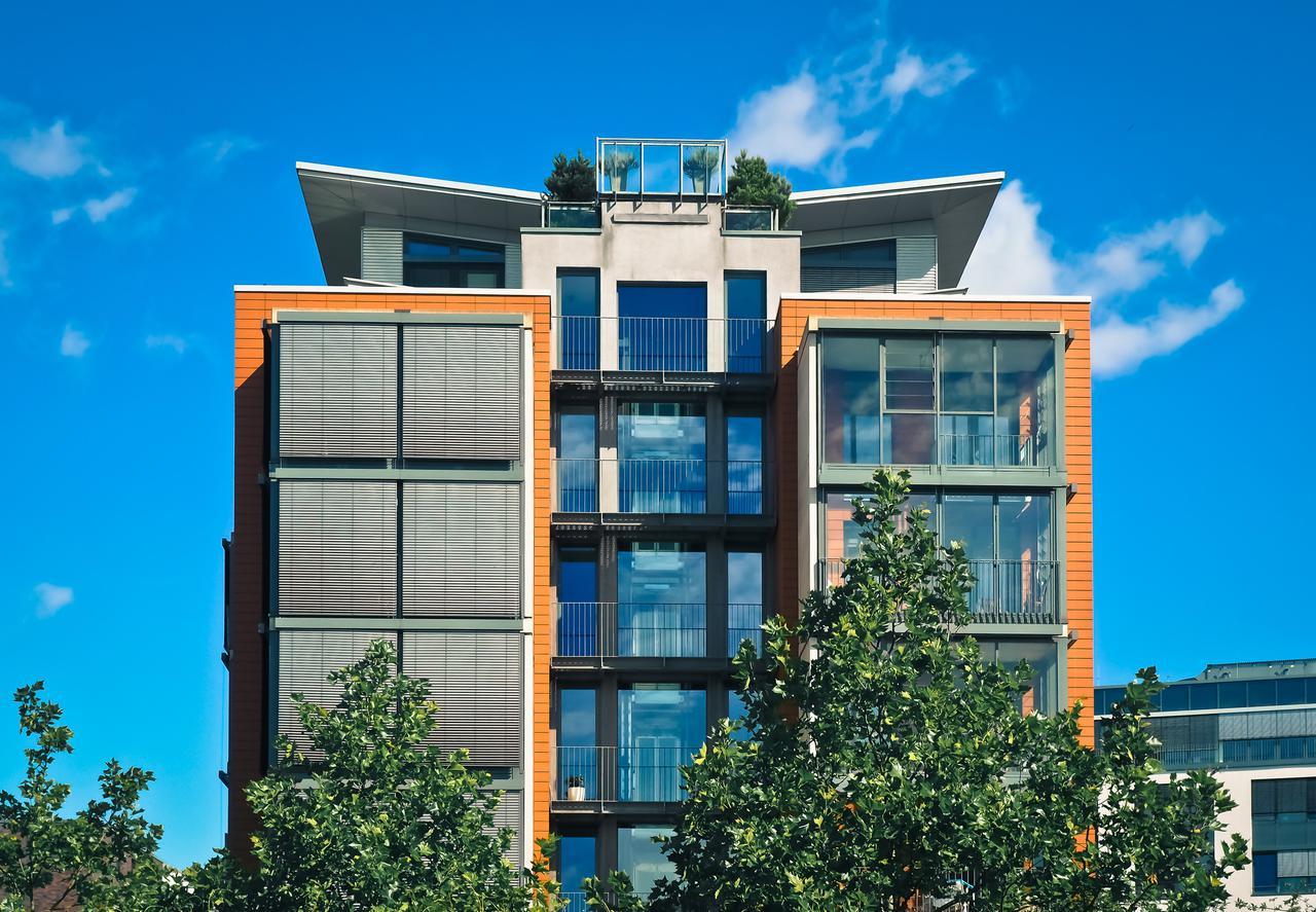 apartment-balcony-building-271689.jpg