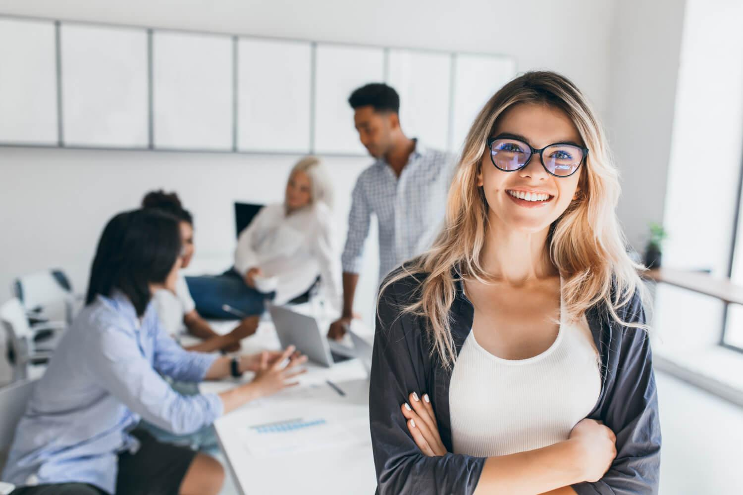 blonde-female-executive-posing-with-smile-arms-crossed-during-brainstorm-with-managers-indoor-portrait-european-student-spending-time-hall-with-asian-african-friends (1).jpg