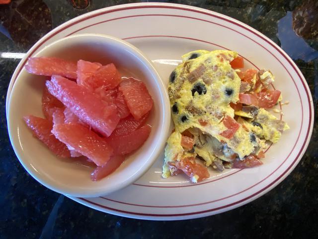 7 omelete:tomatoe:italian sausage:black olive.jpeg