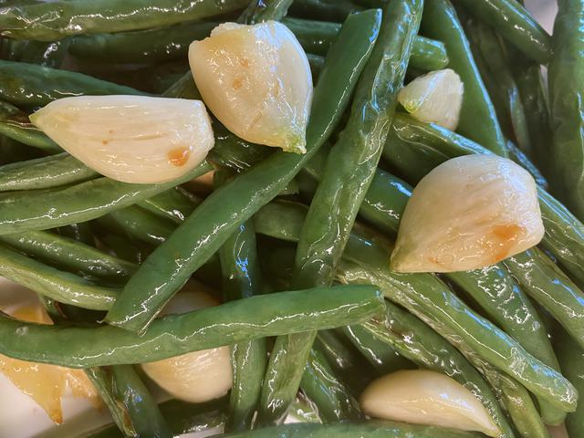 5 green beans garlic.jpeg
