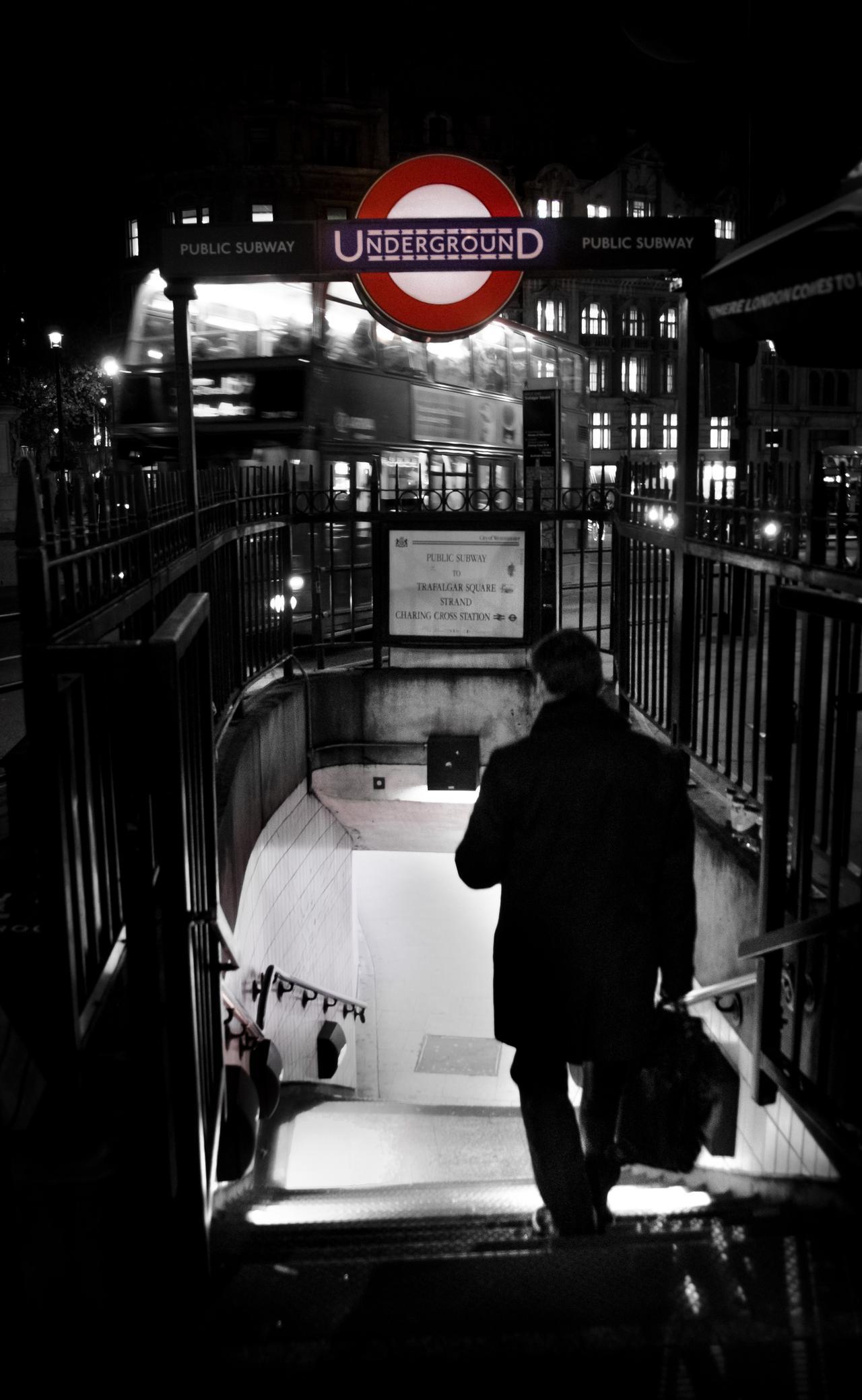 businessman-dark-london-19600.jpg