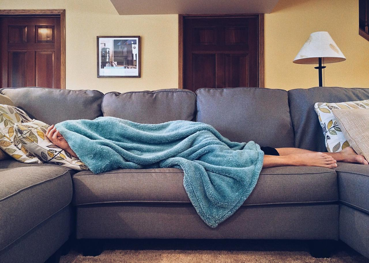apartment-bed-carpet-269141.jpg