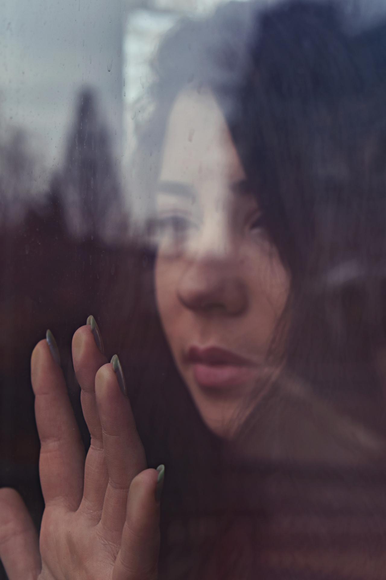 glass-person-sad-1871342.jpg