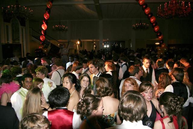 prom_crowded_dancefloor.jpg