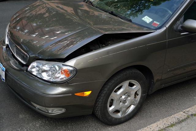 crashed-car-2727666_1920.jpg