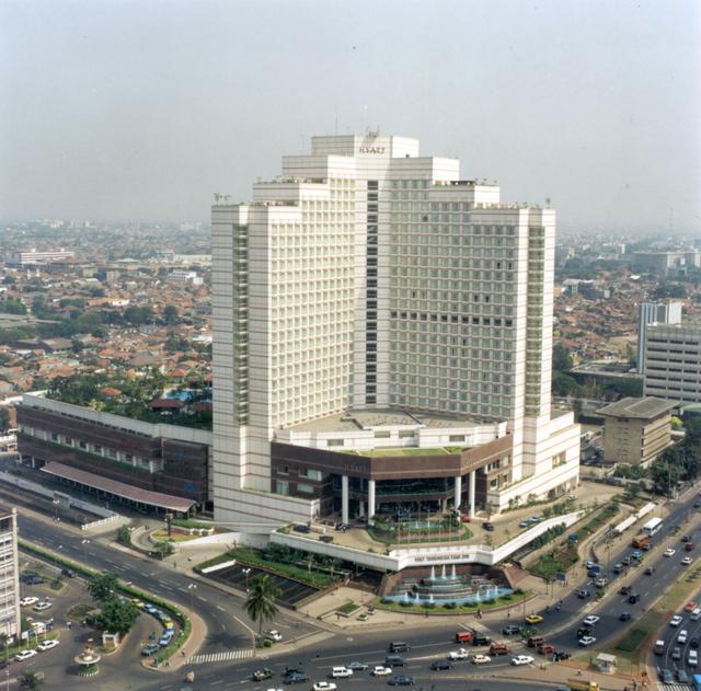 1. plaza indonesia.jpg