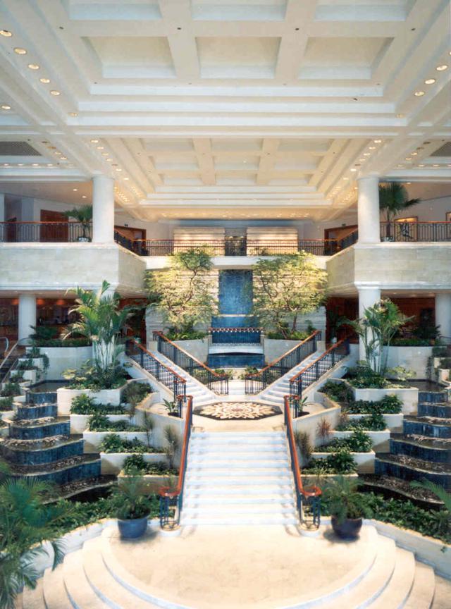 2. grand hyatt lobby jakarta.jpg