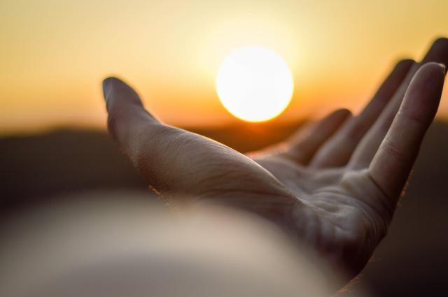 A hand outstretched with the sun in the background. Managing prediabetes naturally wil help you regain control of your life.