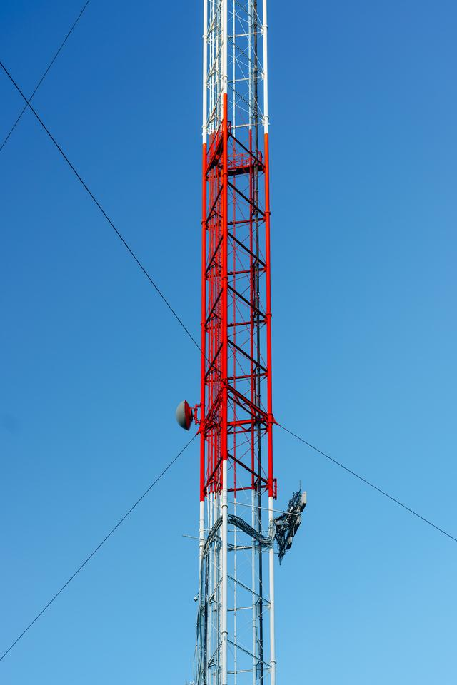 Solutions for self-supporting tower maintenance
