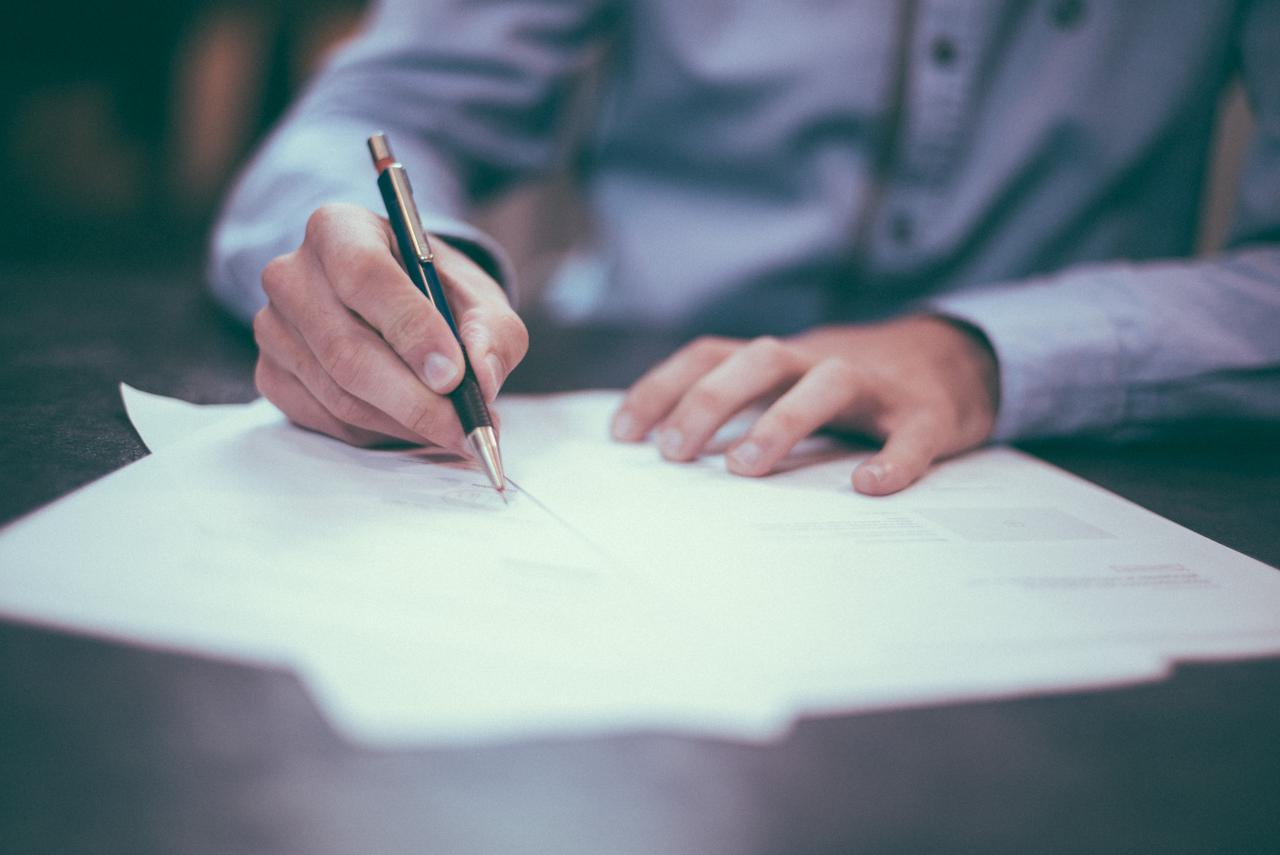 Estate attorney advice: the difference between wills and trusts in Knoxville, TN
