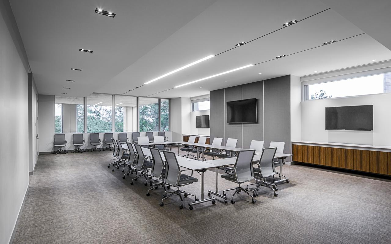 Upgrade your rented private offices in the West Loop with a tech savvy conference center for meetings and presentations.