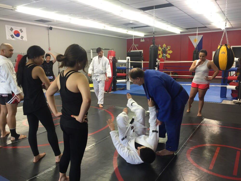 Jiu jitsu classes for kids in Illinois.