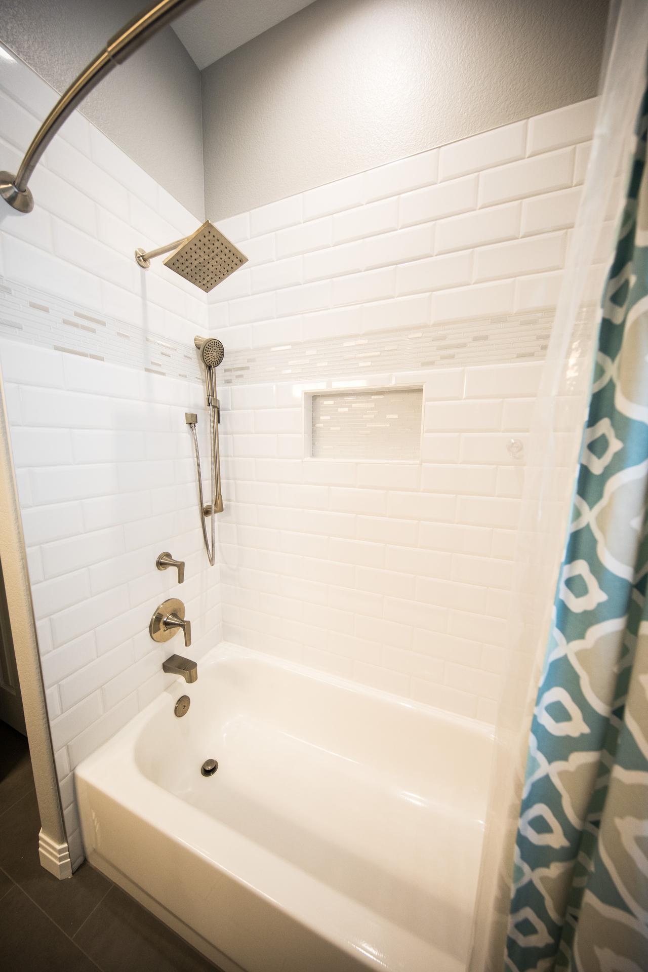 Top 5 warning signs you need bathtub repair in Dallas