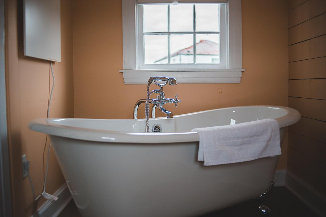 How to tell if your tub needs refinishing