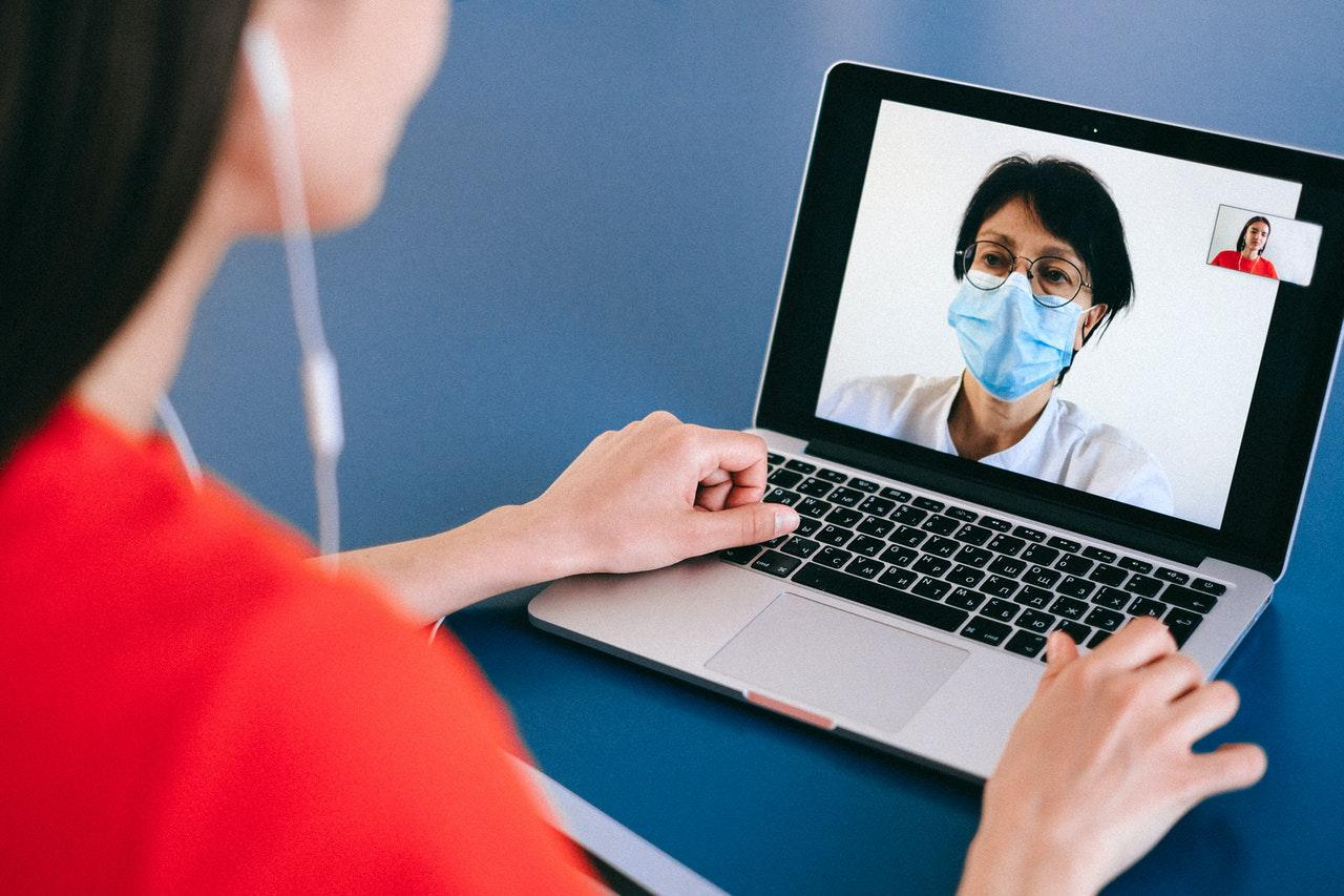 Patient asking a doctor online about her symptoms.
