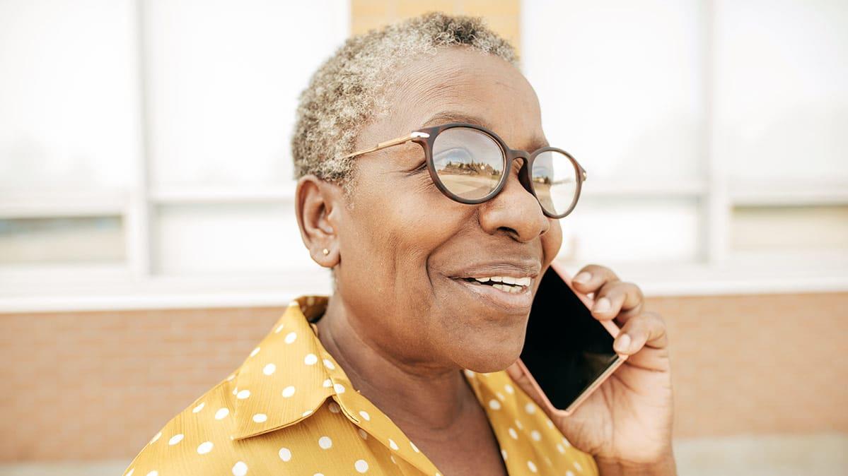 website-review-images/CR-Electronics-Inlinehero-cellphone-plans-for-seniors-0518.jpg