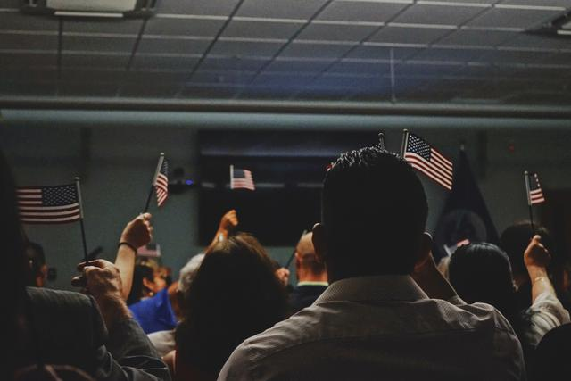 new US citizens being sworn in at a ceremony