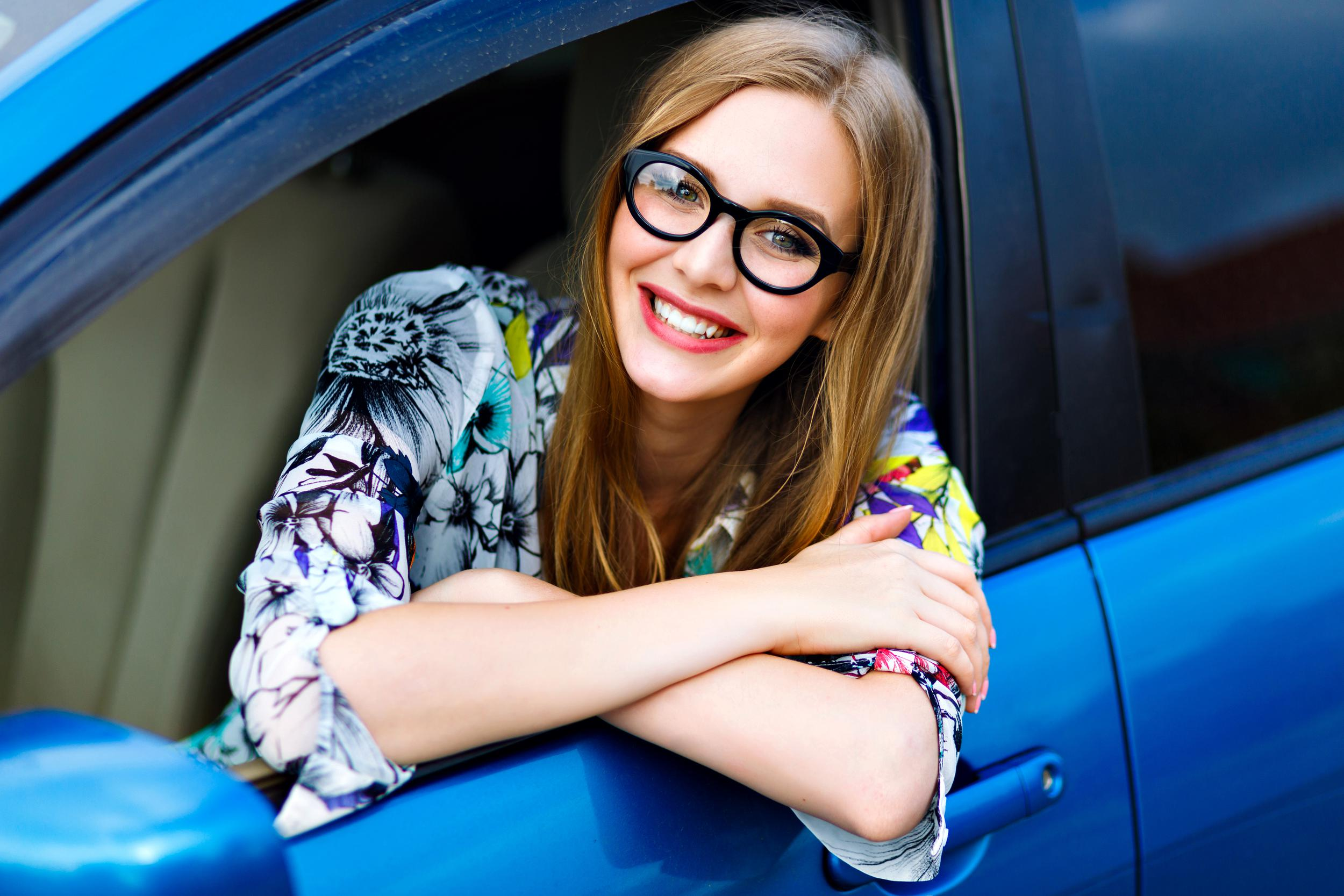 close-up-outdoor-lifestyle-travel-photo-young-blonde-hipster-woman-driving-car-glasses-bright-clothes-big-smile-happy-mood-enjoy-her-nice-day-young-businesswoman.jpg