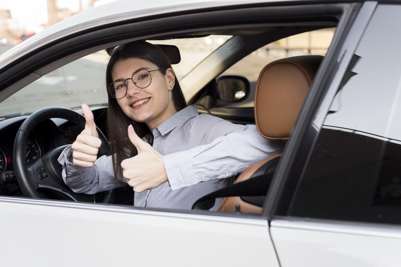 brunette-businesswoman-inside-car.jpg