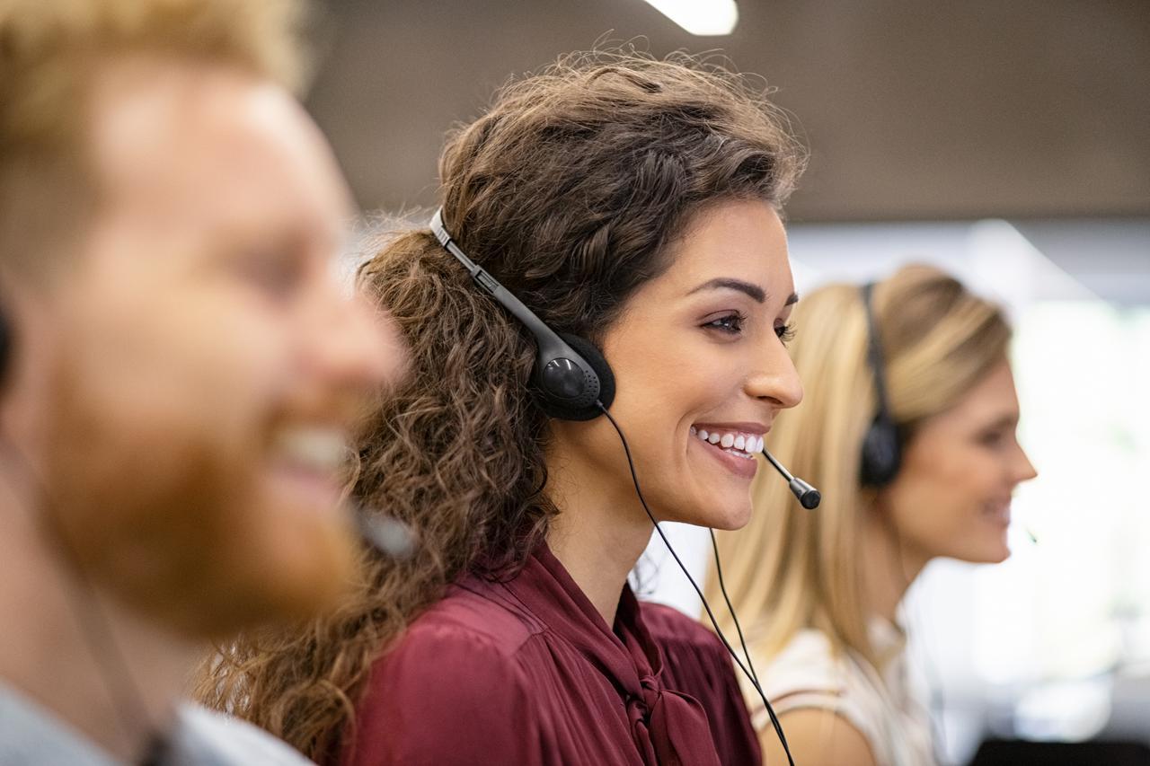 call-center-team-working-in-office-xdq9bwh.jpg